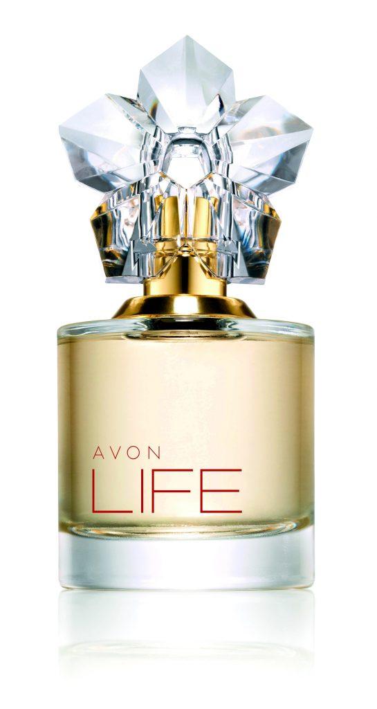 Avon anuncia su nueva alianza Global con el diseñador internacional Kenzo Takada y juntos crean el nuevo aroma Avon Life, con una interpretación fresca y pura de las flores de violetas. 50 ml, $1.099.