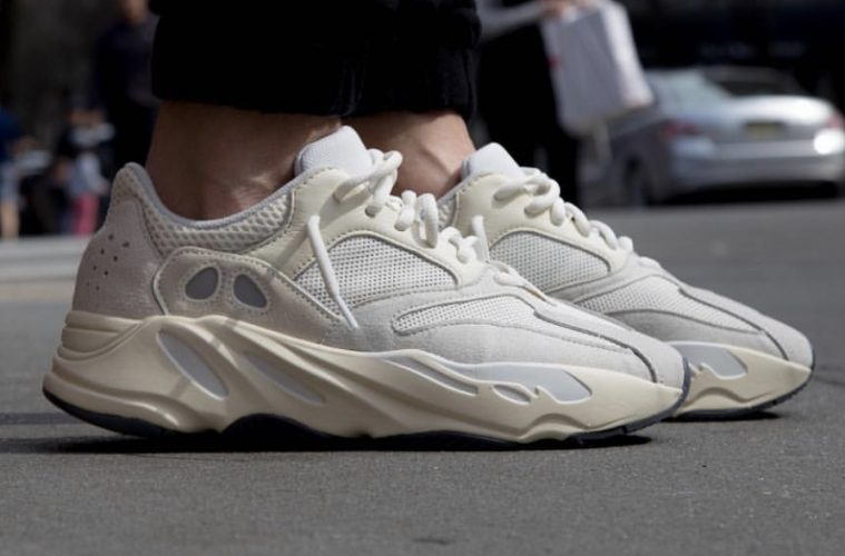sports shoes 93246 3f65a ADIDAS Originals y Kanye West · Yeezy BOOST 700 Analog – El Planeta Urbano